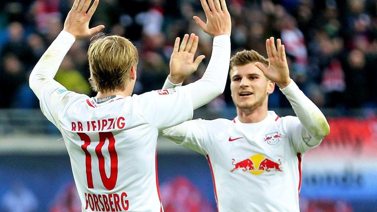 Foto: Emil Forsberg y Timo Werner celebran un gol de RB Leipzig al Mainz 05 (Jan Woitas/EFE-EPA)