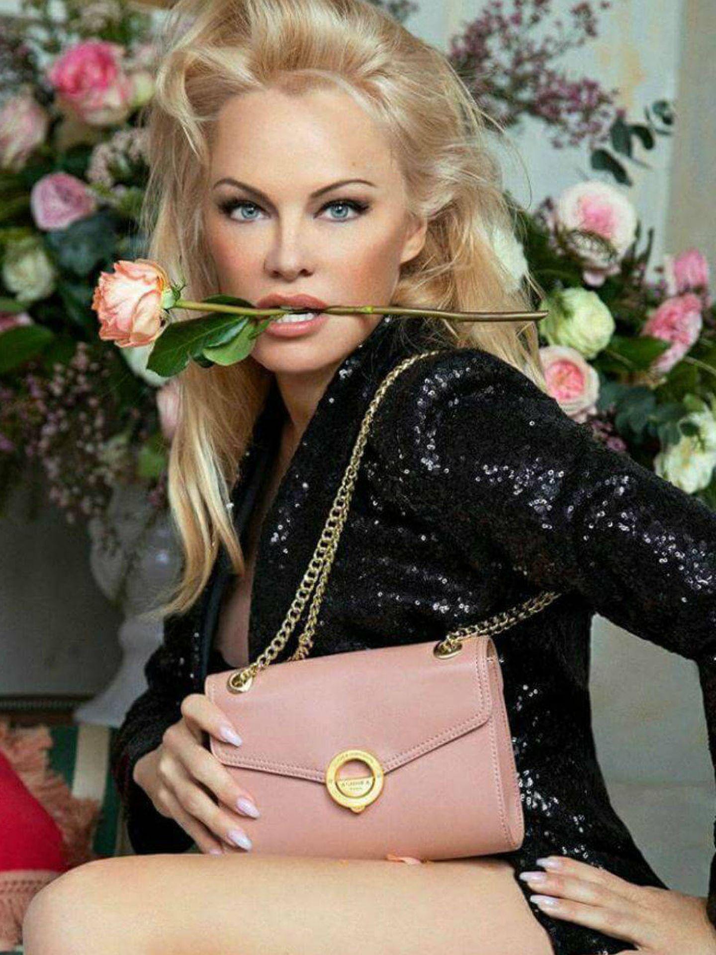 Pamela Anderson para Ashoka.