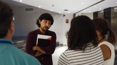 Toni Roldán reaparece en el Congreso de los Diputados... para renovar el DNI