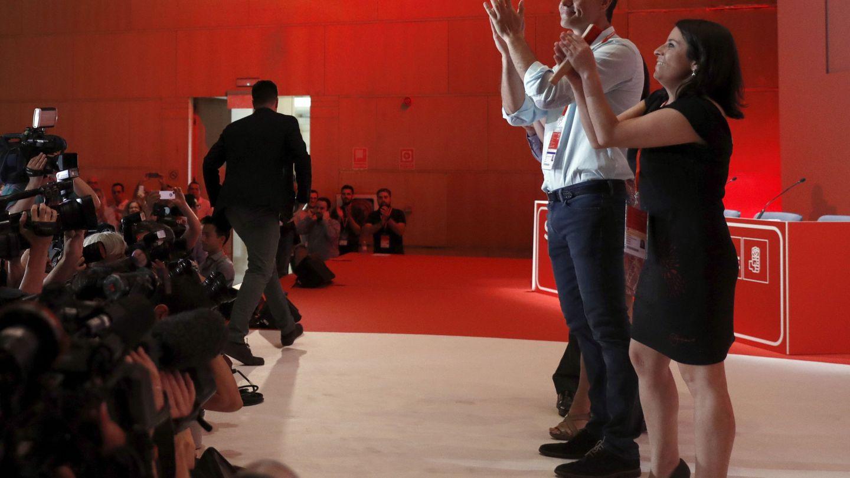 Pedro Sánchez y Adriana Lastra, en el 39º Congreso del PSOE, el 17 de junio de 2017. (EFE)