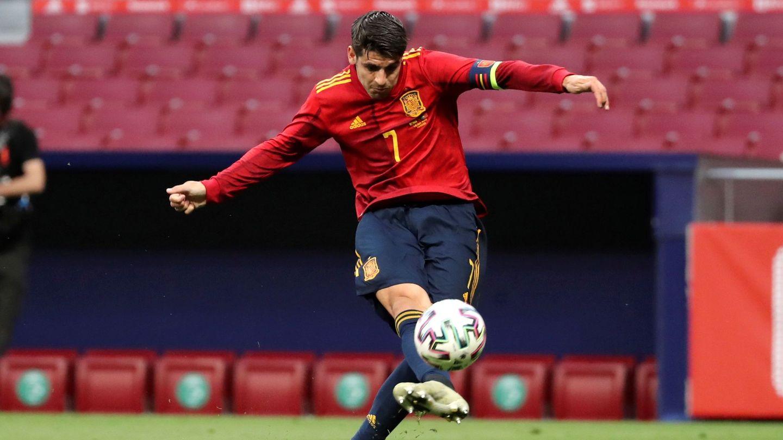 Morata, en la gran ocasión frente a Portugal. (Efe)