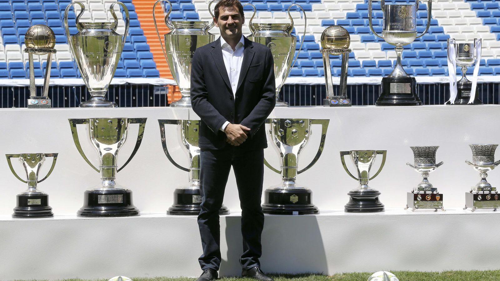 Foto: Casillas, con todos sus títulos ganados en el Real Madrid (Efe)