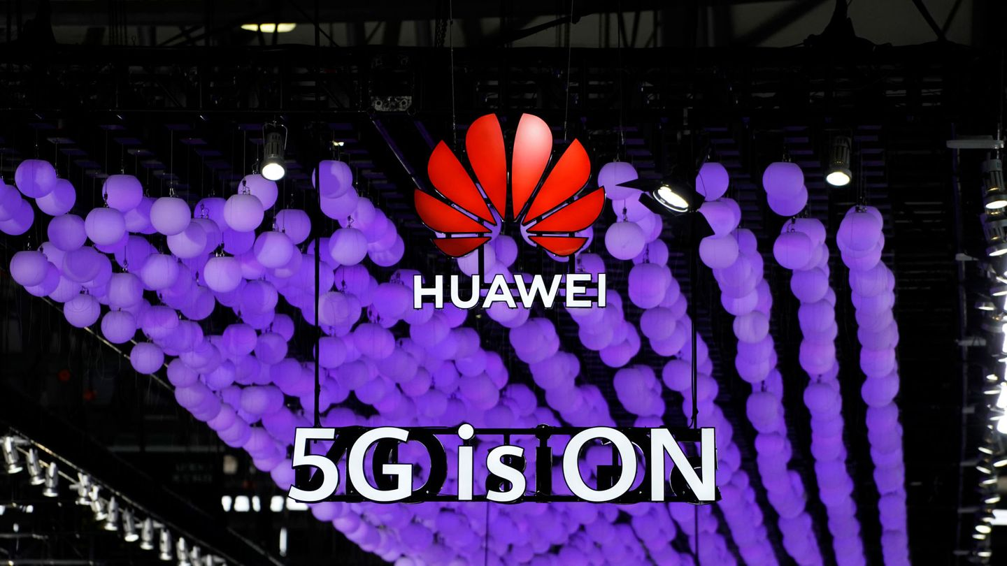 A Huawei logo and a 5G sign are pictured at Mobile World Congress (MWC) in Shanghai, China June 28, 2019. REUTERS Aly Song