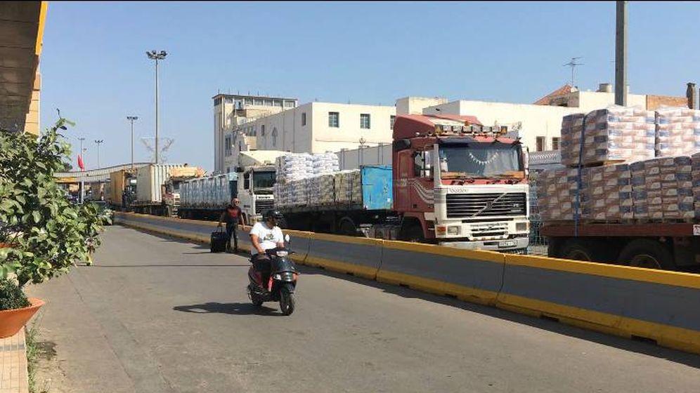 Foto: Retención de camiones en la aduana comercial de Melilla. (EC)