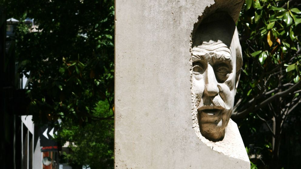 La estatua del oscuro racista de Les Corts