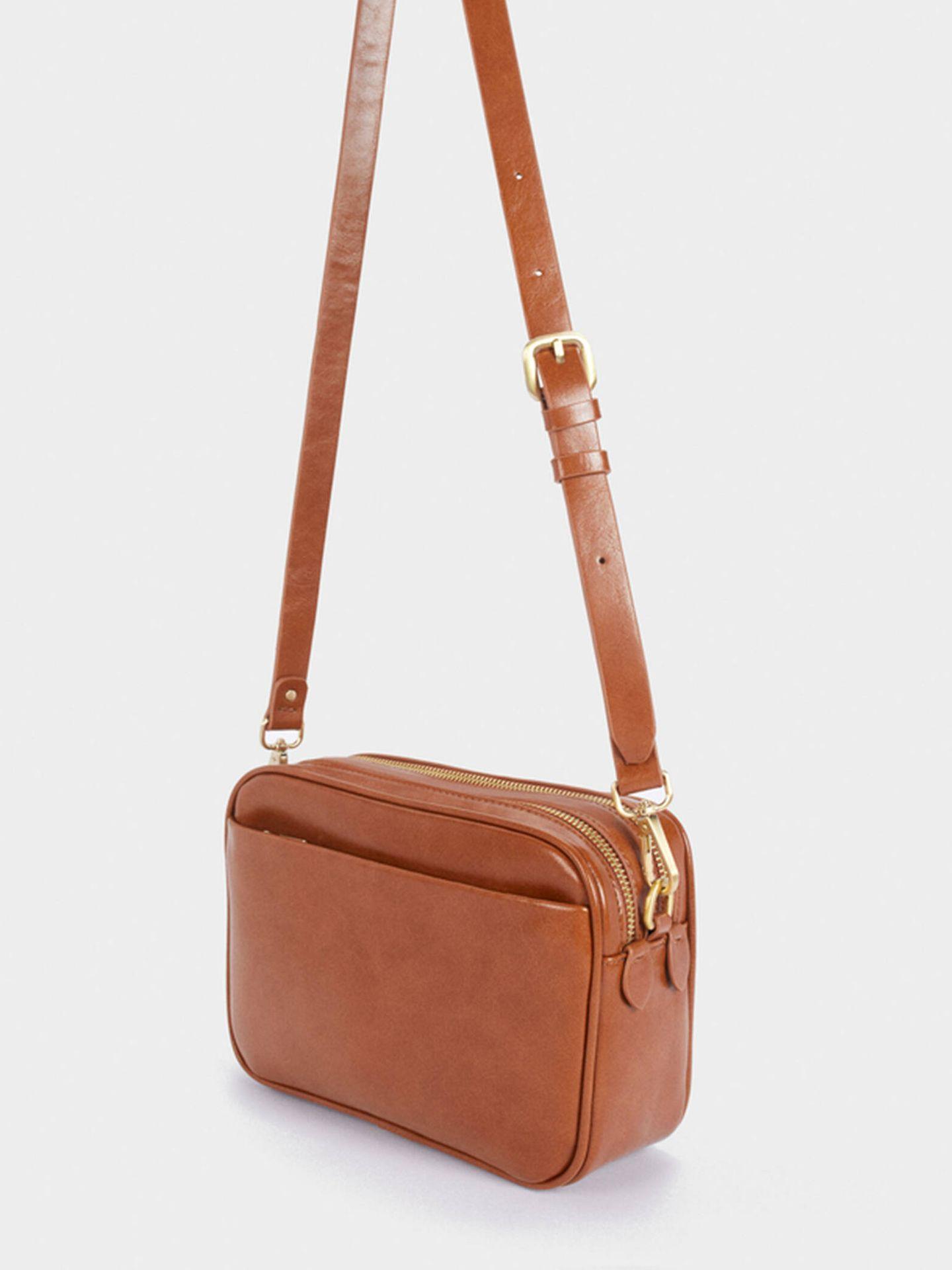 El bolso elegante y de tendencia con asas intercambiables de Parfois. (Cortesía)