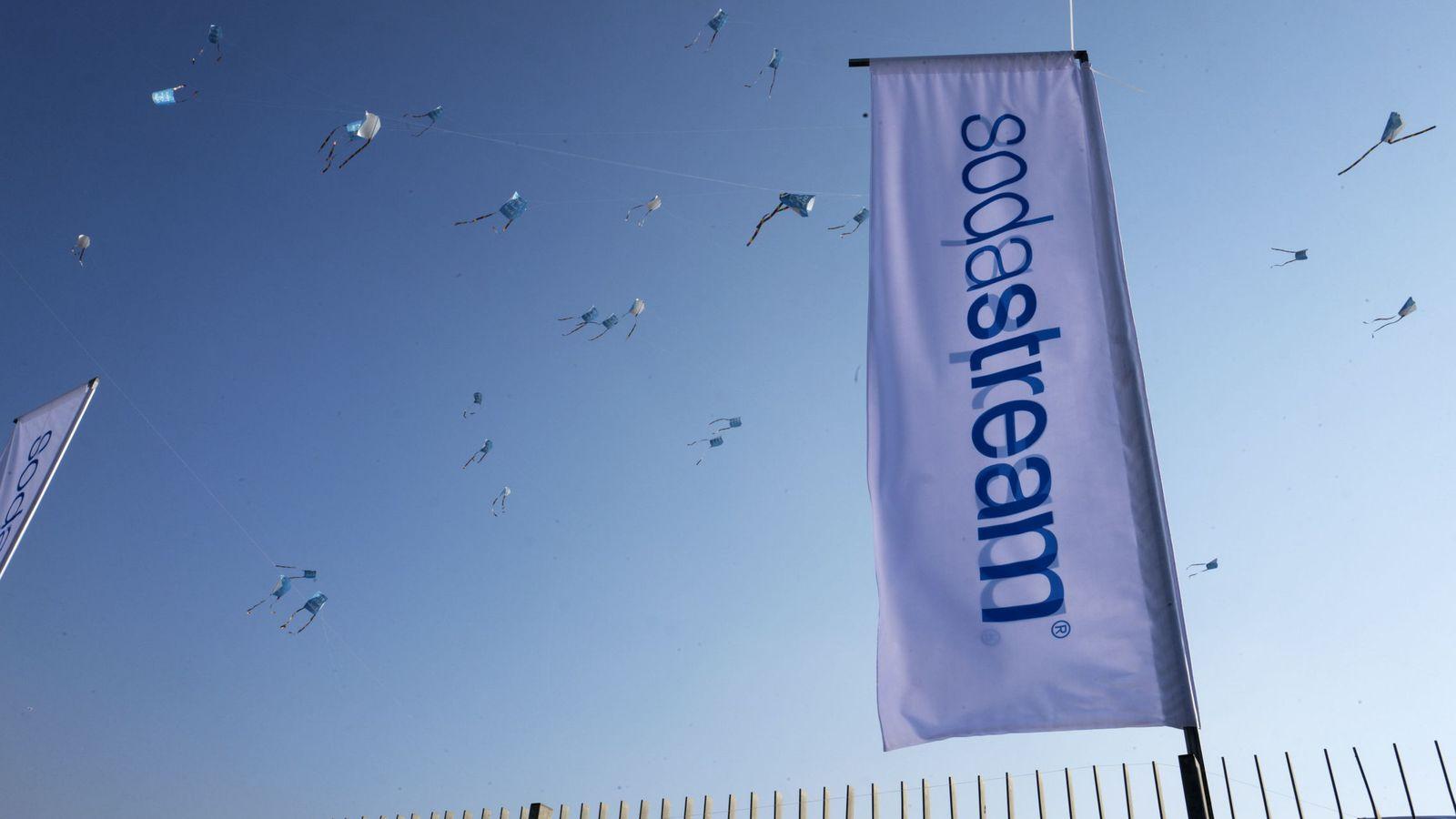 Foto: El logo de SodaStream en su fábrica en Rahat (Israel). (EFE)