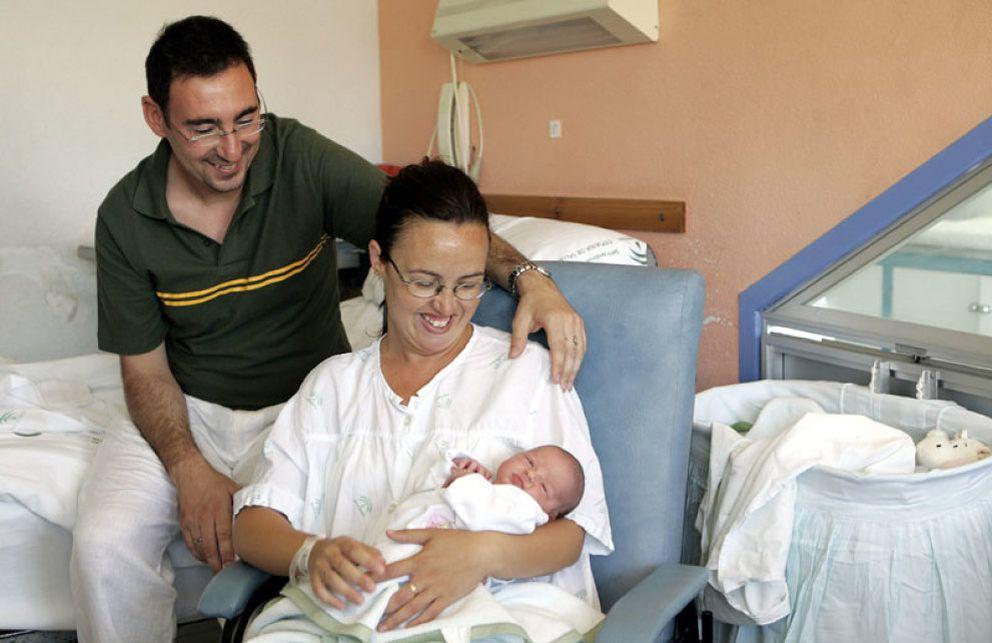 Foto: Nace el primer bebé libre de enfermedades hereditarias en la sanidad pública española