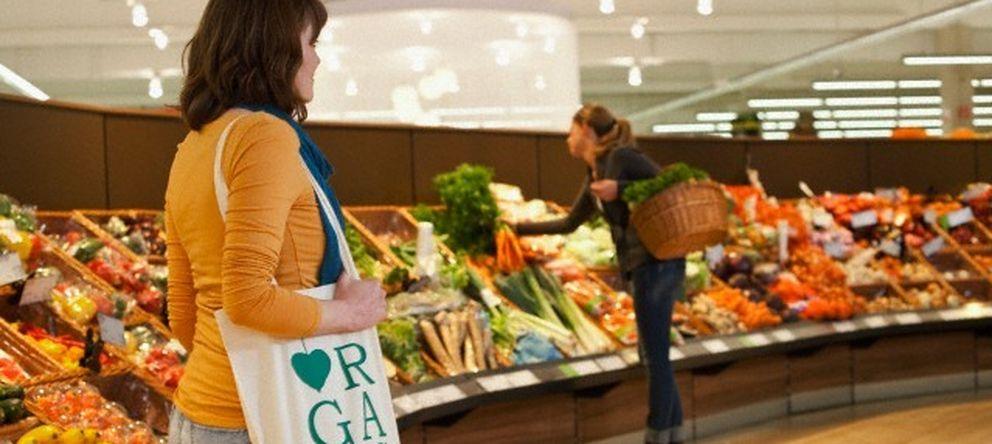 Foto: Hay determinadas comidas que no deberíamos introducir en nuestro carro de la compra. (Corbis)
