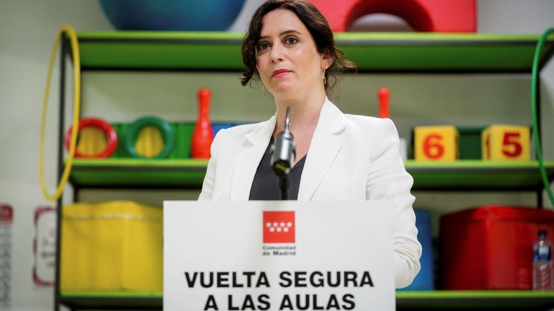 Isabel Díaz Ayuso, durante su visita a un colegio en Madrid este lunes. (EFE)