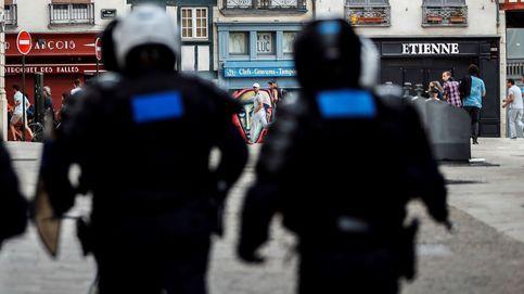 Los altercados llegan a una sitiada Bayona: gases lacrimógenos, caños de agua y piedras