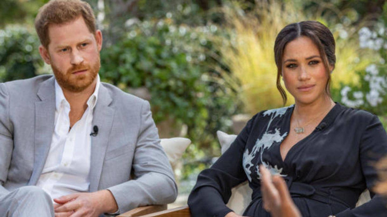 Harry y Meghan Markle, en su polémica entrevista. (CBS)