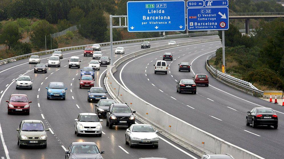 Foto: Autopista AP-7, a su paso por la localidad de El Vendrell. (EFE)