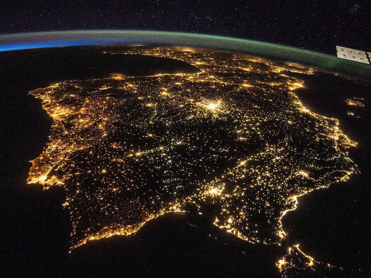 Foto: Las luces nocturnas de la Península Ibérica vistas desde la Estación Espacial Internacional. Foto: ESA