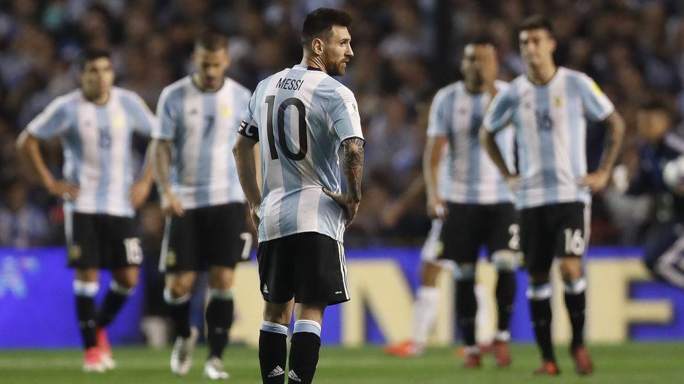 Foto: Messi, cariacontecido en el partido contra Perú.  (EFE)