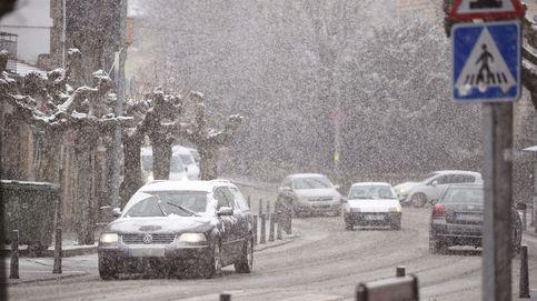 La nieve obliga a cerrar 7 puertos y usar cadenas en una veintena en el norte