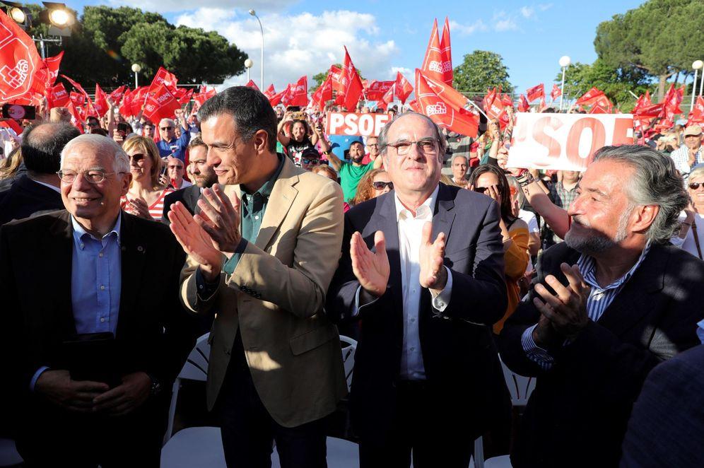 Foto: Pedro Sánchez, con Pepe Borrell, Ángel Gabilondo y Pepu Hernández, este 24 de mayo en el mitin de cierre de campaña en el madrileño parque de Pinar del Rey. (EFE)
