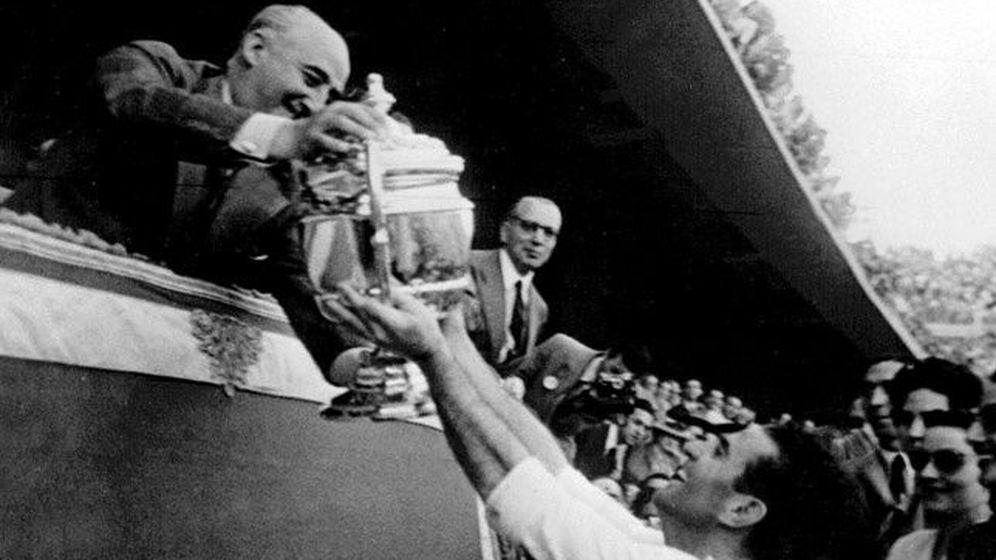 Foto: Franco y el fútbol, una relación simbiótica.