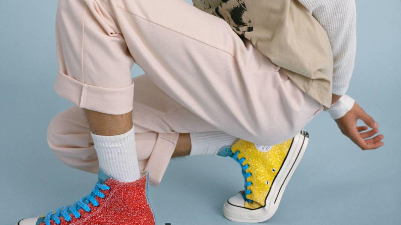 El director creativo de Loewe lanza una colaboración con Converse