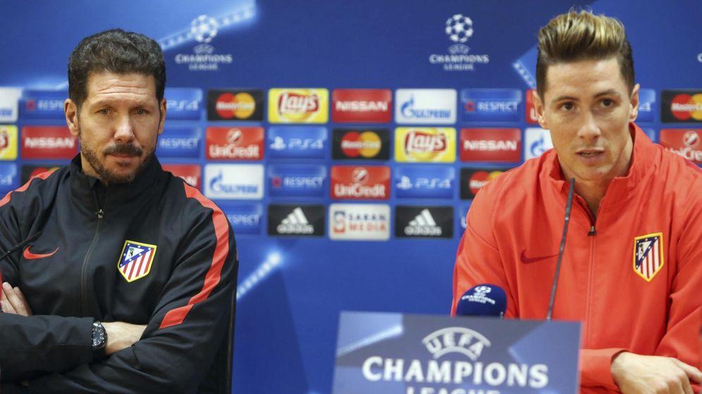 Foto: Simeone y Fernando Torres, durante una rueda de prensa de la presente temporada (Efe).