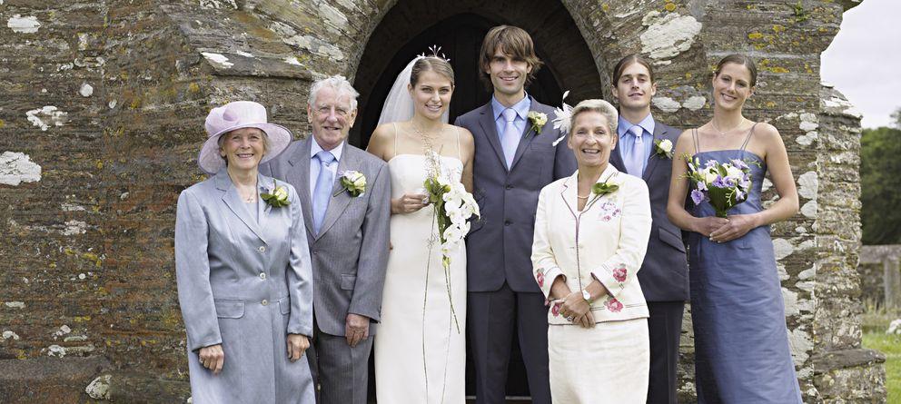 Foto: En las bodas se reúnen familiares de todas las edades, en un espectáculo que no es para todos los públicos. (iStock)
