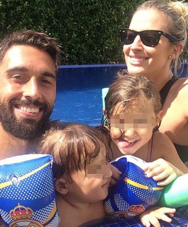 Foto: Álvaro Arbeloa con su familia en una imagen de archivo (Instagram)