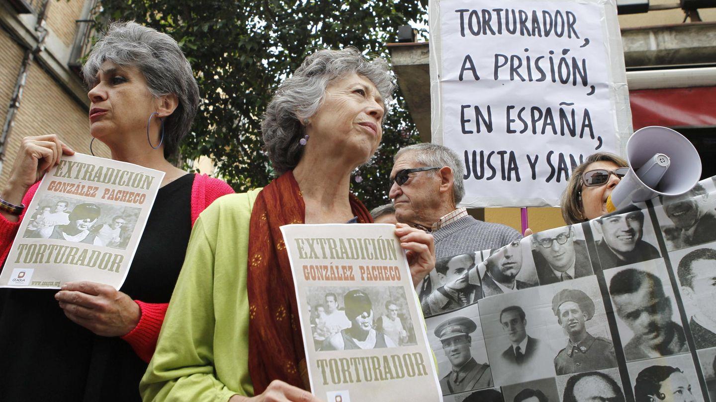 Víctimas del franquismo, pidiendo la extradición de Billy el Niño. (EFE)