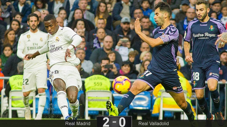 Foto: El disparo de Vinicius que acabó en gol tras tocar en un defensa. (Miguel J. Berrocal)