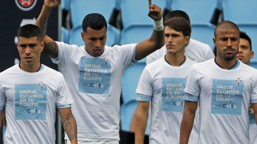 Foto: Los jugadores del Celta mostraron su apoyo a Unzué (Efe)