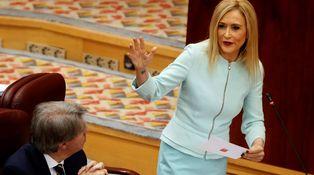 Cifuentes revienta el partido y Montoro quiebra el Gobierno