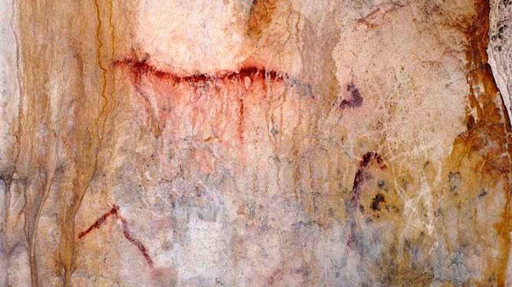 Foto: Pintura paleolítica de bóvido acéfalo en la cueva del Toro, Benalmádena (Málaga)