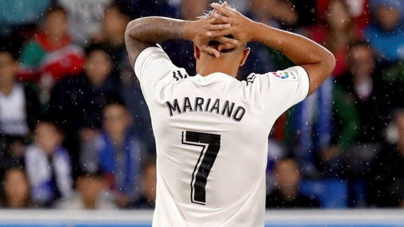 Foto: Mariano se lleva las manos a la cabeza durante un partido con el Real Madrid. (Efe)