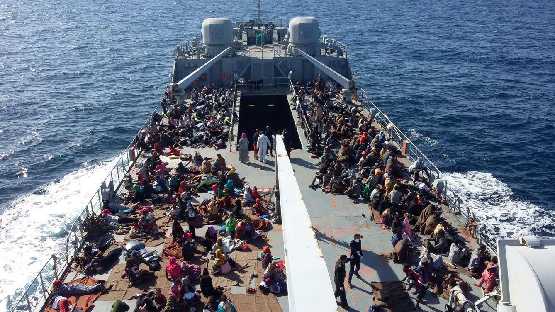 Foto: Inmigrantes interceptados en el Mediterráneo son llevados a una base de los guardacostas libios en Trípoli, en noviembre de 2017. (Reuters)