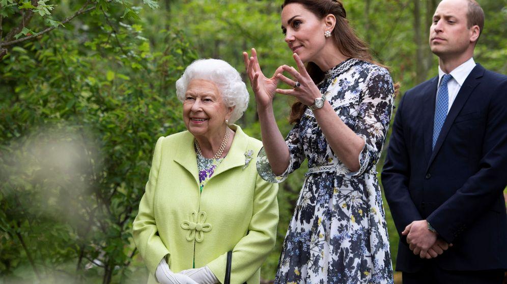 Foto: Los duques de Cambridge junto a la reina Isabel II. (Reuters)