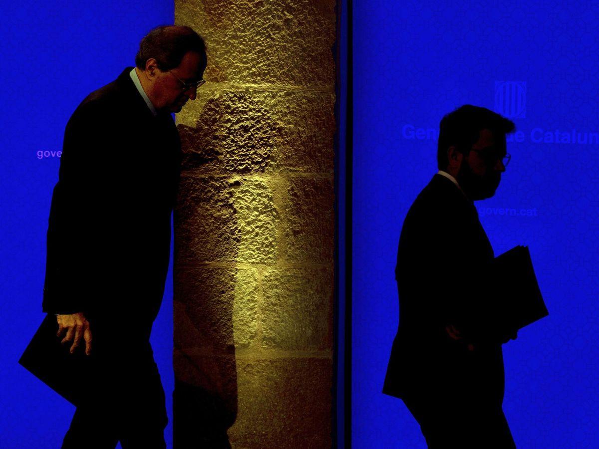 Foto: El presidente de la Generalitat, Quim Torra (i), junto con su vicepresidente, Pere Aragonès, tras la rueda de prensa. (EFE)