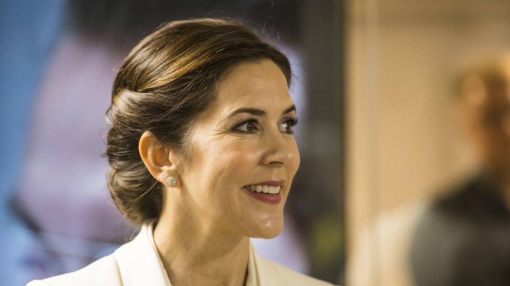 Mary de Dinamarca estrena el nuevo uniforme femenino militar de su país