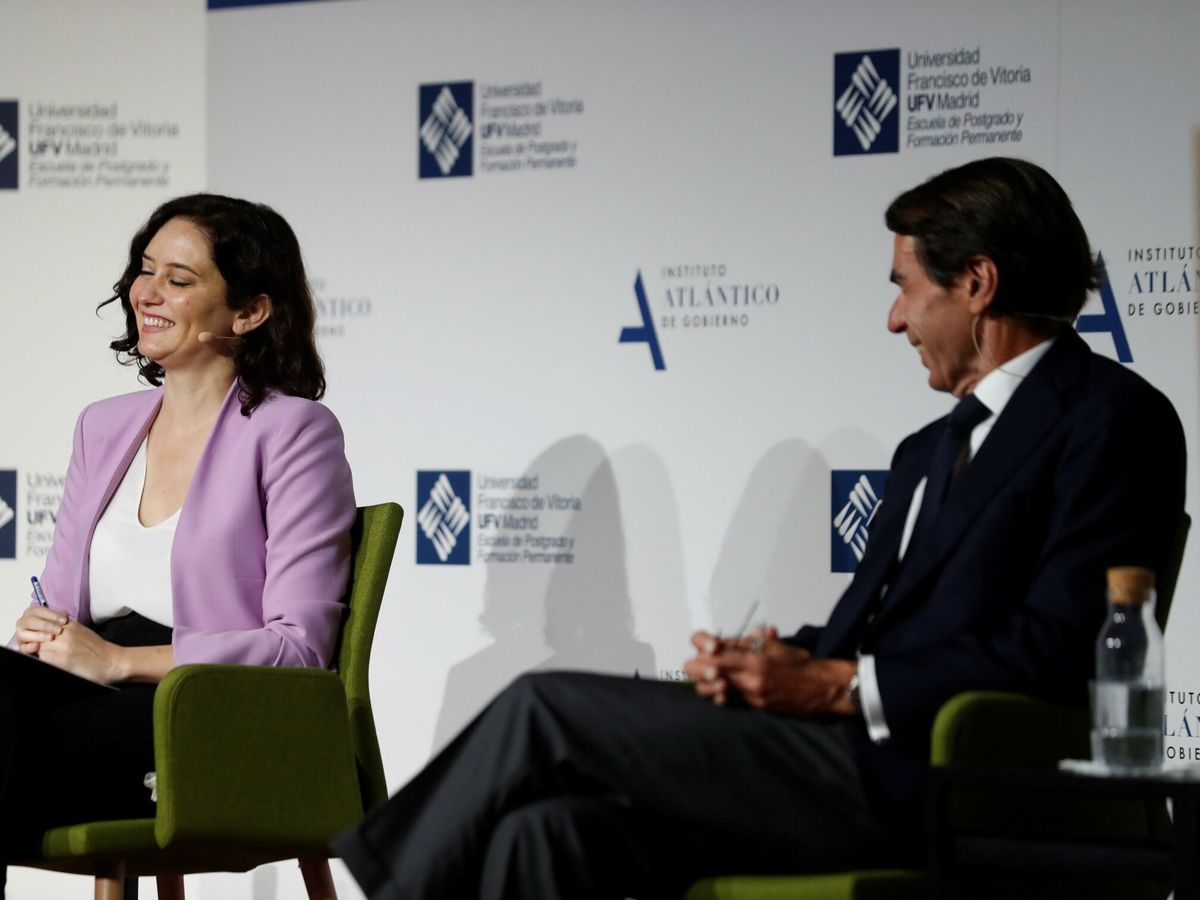 Foto: La presidenta de la Comunidad de Madrid, Isabel Díaz Ayuso, y el expresidente del Gobierno, José María Aznar. (EFE)
