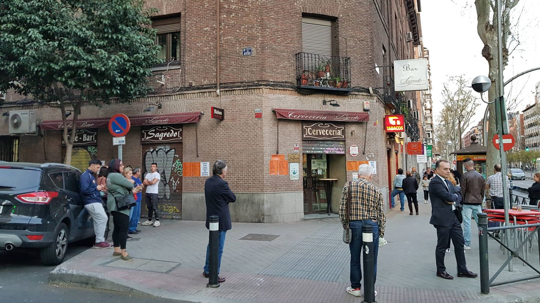 Largas colas en todos los estancos en Madrid (A.P.)