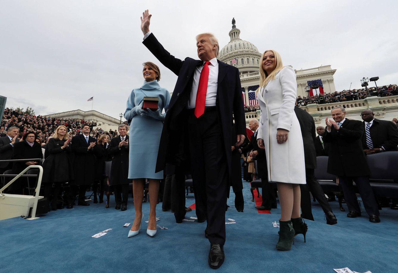Foto: El presidente de EEUU, Donald Trump, saluda a la multitud durante su toma de posesión, en Washington, el 20 de enero de 2016. (Reuters)