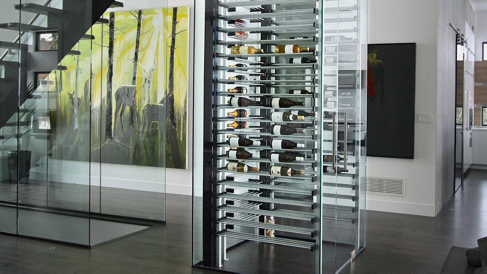 Foto: Bodega en una columna de cristal diseñada por Wine at Home