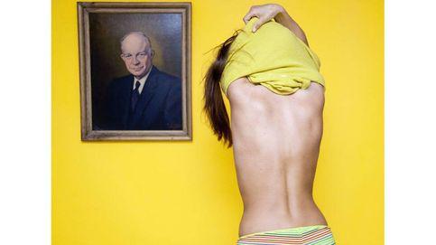 Llevar un helado en el bolsillo o desnudarse delante de un cuadro, así se salta Olivia Locher algunas leyes estúpidas