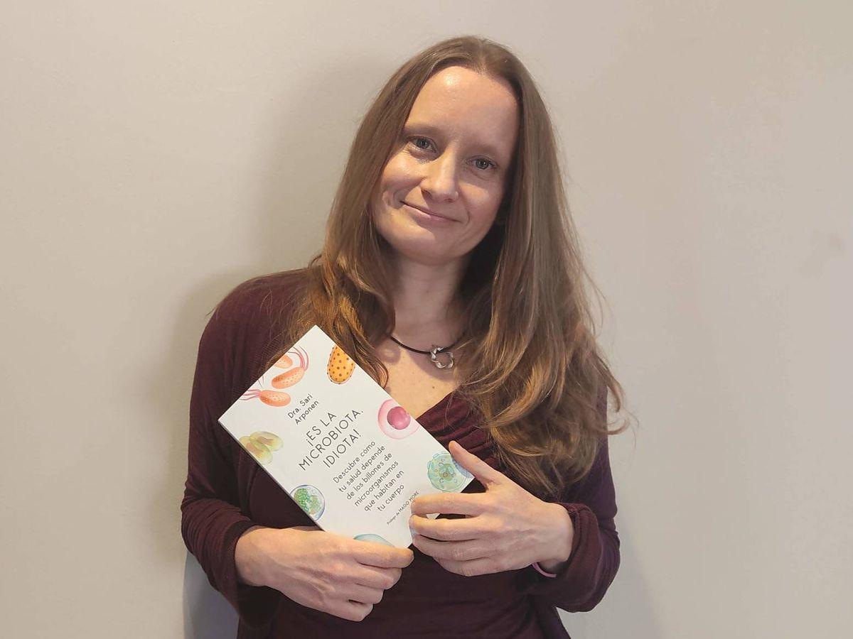Foto: La Dra. Sari Arponen, autora del libro '¡Es la microbiota, idiota!'.