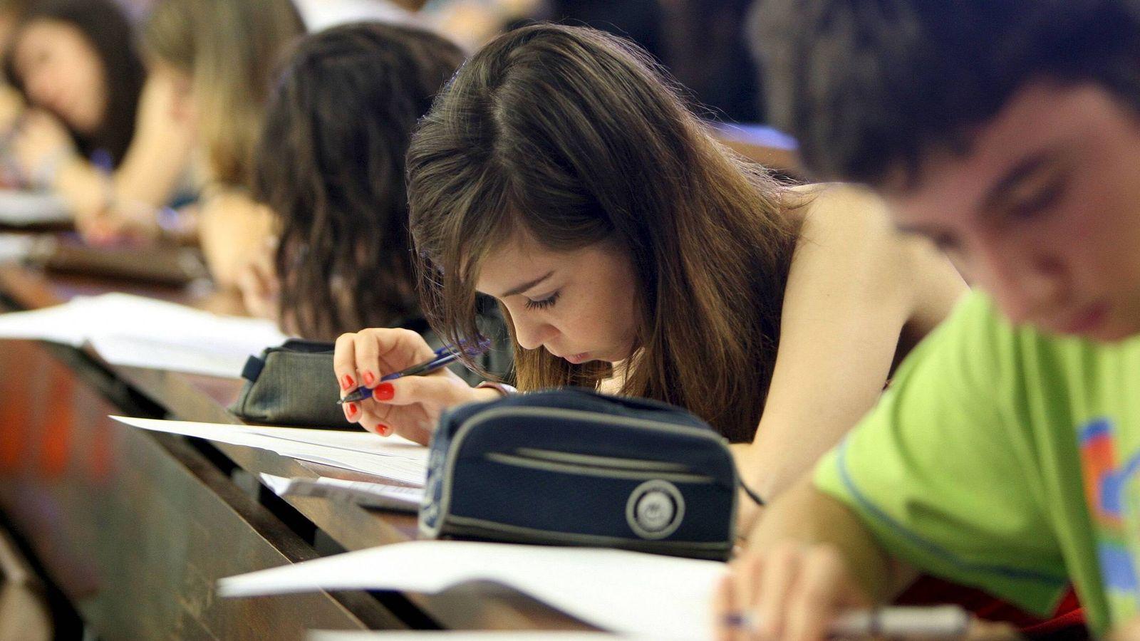 Foto: En el informe, salimos bien parados en cuanto al bienestar de los jóvenes españoles. (Efe/Julián Martín)