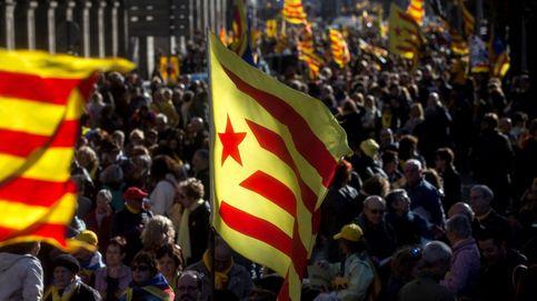 Miles de personas se manifiestan para pedir un Govern que implemente la República