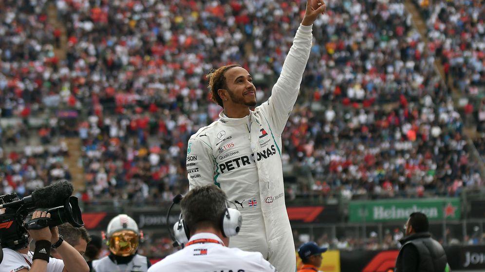 Foto: Hamilton celebra su quinto título mundial en México. (EFE)