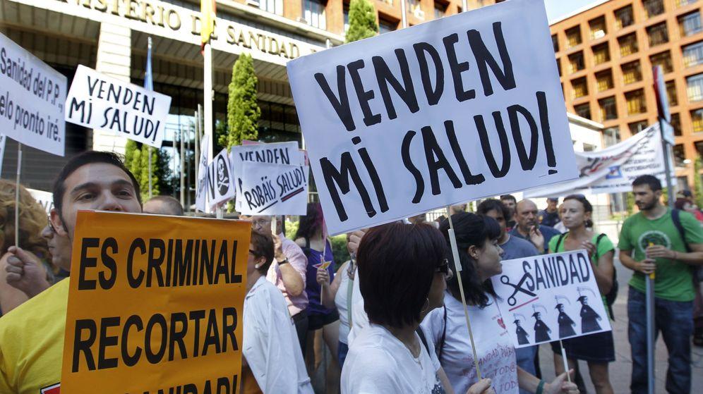 Foto: Protesta por los recortes sanitarios y en contra de que se privaticen hospitales públicos. (EFE)