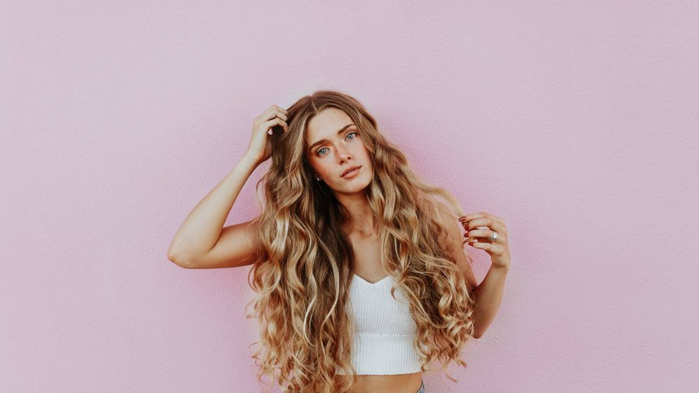 Foto: Luce la mejor versión de tu  cabello. (Averie Woodard para Unsplash)