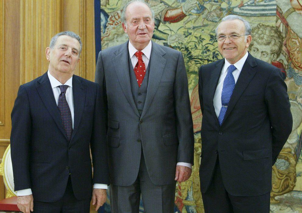 Foto: Javier Godó, Don Juan Carlos e Isidro Fainé, en una fotografía de 2011. (Efe)