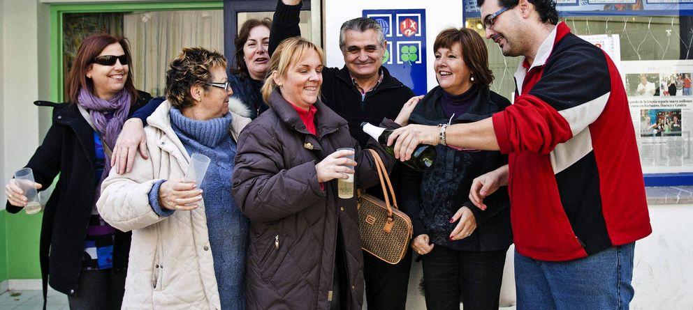 El 69% de los españoles compra lotería a conocidos para no quedar fuera si toca