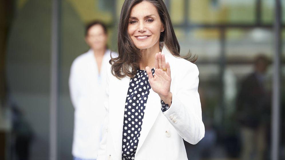 Foto: Doña Letizia, a la salida del hospital. (Getty)